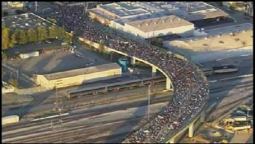 SMALL oaklandcrowd Pictures: Huge Occupy Oakland Crowd Strikes ... Shutting Down Nations 5th Biggest Port